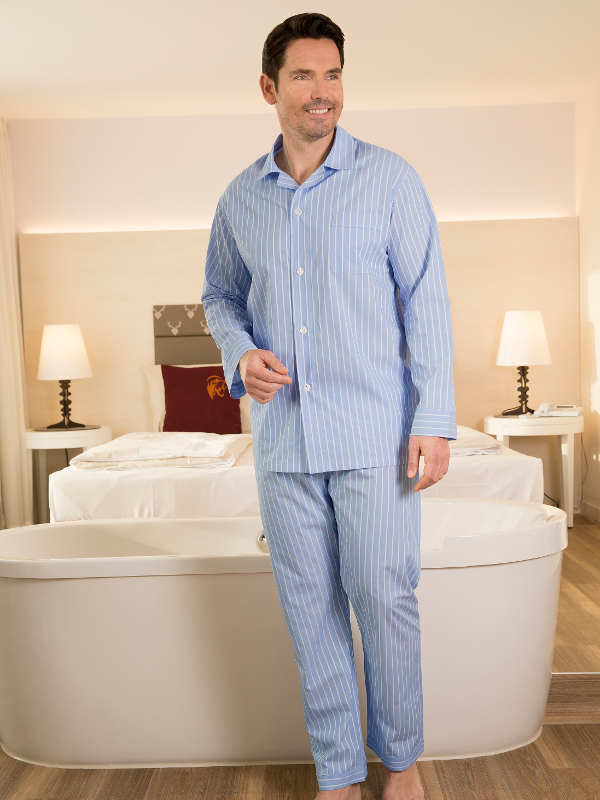 klassisch sch ner herren pyjama von novila. Black Bedroom Furniture Sets. Home Design Ideas